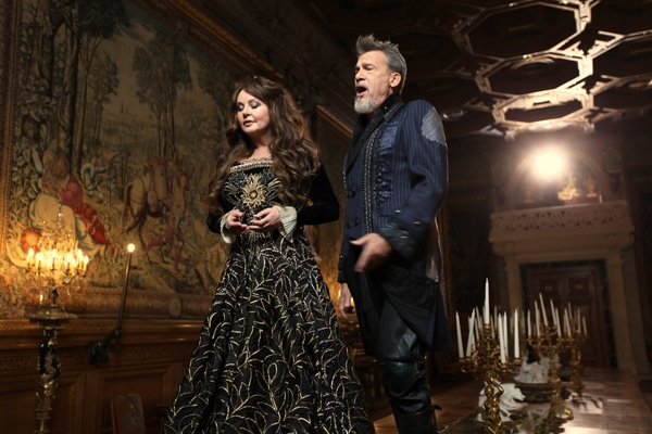 Sarah Brightman et Florent Pagny dévoilent le making of du clip Just Show Me How To Love You